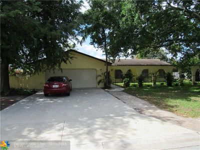 Margate Single Family Home For Sale: 131 E Palm Dr