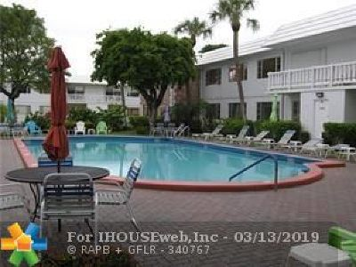 Pompano Beach Condo/Townhouse For Sale: 418 S Cypress Rd #105