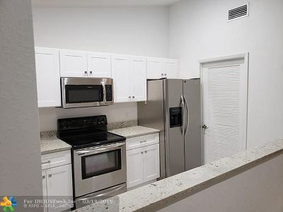 Sunrise Condo/Townhouse For Sale: 4413 NW 99th Way #4413