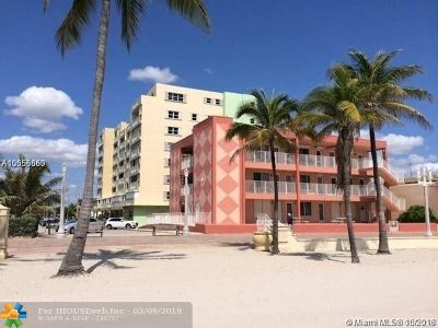Broward County Condo/Townhouse For Sale: 320 S Surf Rd #204