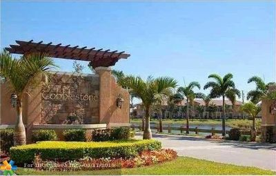Pembroke Pines Condo/Townhouse For Sale: 952 SW 147th Ave #952