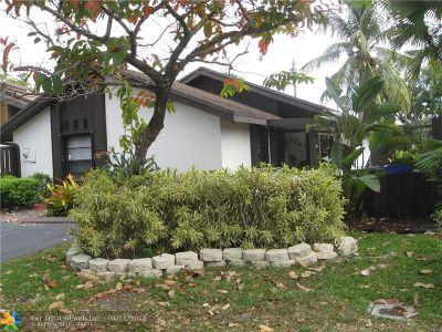 Pembroke Pines Single Family Home For Sale: 1641 E Sandpiper Cir