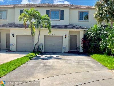 Coconut Creek Condo/Townhouse For Sale: 4732 Lago Vista Dr #4732