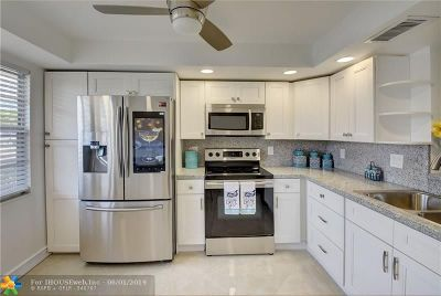 Coconut Creek Condo/Townhouse For Sale: 2004 Granada Dr #E1