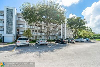 Deerfield Beach Condo/Townhouse For Sale: 4021 Oakridge D #4021