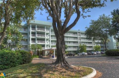 Pompano Beach Condo/Townhouse For Sale: 802 Cypress Grove Ln #307
