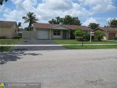 Lauderhill Single Family Home For Sale: 8310 NW 46th Ct