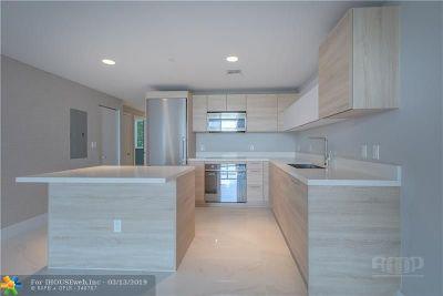 North Miami Beach Condo/Townhouse For Sale: 16385 Biscayne Blvd #405