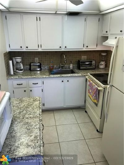 Deerfield Beach Condo/Townhouse For Sale: 303 Farnham M #303