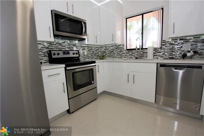 Tamarac Condo/Townhouse For Sale: 7444 Ashmont Cir #202