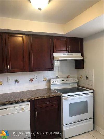 Boca Raton Condo/Townhouse For Sale: 9374 SW 3rd St #711