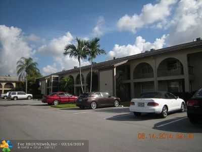 Coconut Creek Condo/Townhouse For Sale: 2601 Nassau Bnd #f2