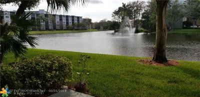 Pompano Beach Condo/Townhouse For Sale: 2240 N Cypress Bend Dr #103