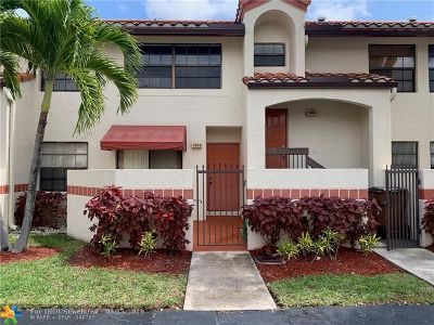 Deerfield Beach Condo/Townhouse For Sale: 1305 Congressional Way #1305