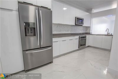 Doral Condo/Townhouse For Sale: 10730 NW 66th St #513