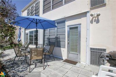 Boynton Beach Condo/Townhouse For Sale: 2131 NE 1st Ct #101
