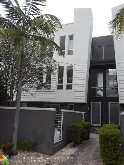 Fort Lauderdale Condo/Townhouse For Sale: 703 SE 16th Ct