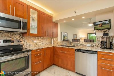 Pompano Beach Condo/Townhouse For Sale: 2200 S Cypress Bend Dr #206