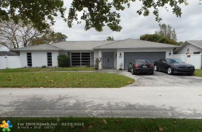 Margate Single Family Home For Sale: 60 W Palm Dr