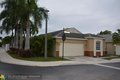Broward County Single Family Home For Sale: 227 E Riverbend Dr