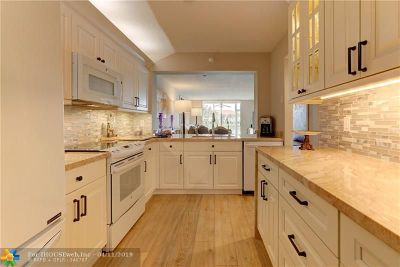 Tamarac FL Condo/Townhouse For Sale: $330,000
