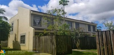 Lauderhill Condo/Townhouse For Sale: 2226 NW 52nd Ave #2226