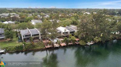 Miami Condo/Townhouse For Sale: 7039 SW 53rd Ln