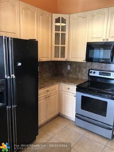 Sunrise Single Family Home For Sale: 15940 E Wind Cir