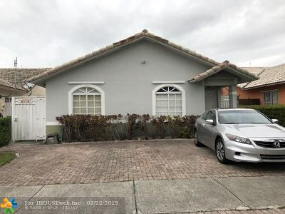 Hialeah Single Family Home For Sale: 3515 W 73rd Ter