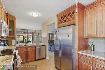 Boca Raton Condo/Townhouse For Sale: 10870 Lakemore Ln #101