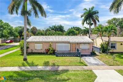 Hallandale Single Family Home For Sale: 924 NE 7th St