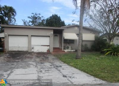 Pembroke Pines Single Family Home For Sale: 7011 SW 10th Ct