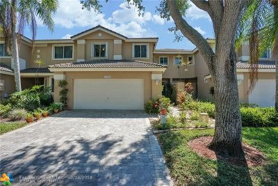 Pembroke Pines Condo/Townhouse For Sale: 15838 SW 11th St #15838