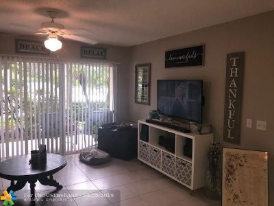 Coconut Creek Condo/Townhouse For Sale: 5041 Wiles Rd #107