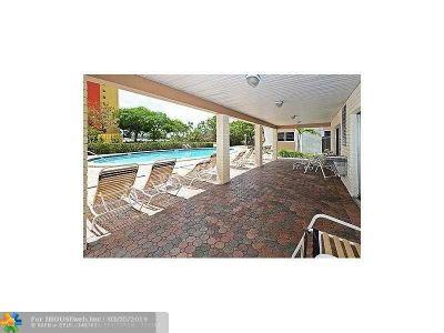 Wilton Manors Condo/Townhouse For Sale: 9 NE 19th Ct #207C