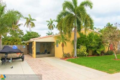 Hallandale Single Family Home For Sale: 819 NE 2nd Ct