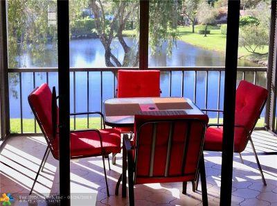Boca Raton Condo/Townhouse For Sale: 8536 Casa Del Lago #F