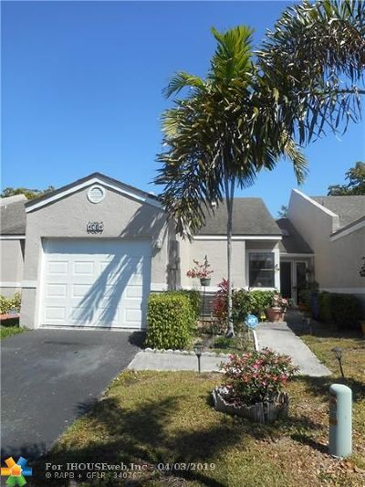 Deerfield Beach Condo/Townhouse For Sale: 1061 NW 50th Dr