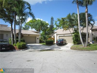 Lauderhill Condo/Townhouse For Sale: 5517 Dogwood Way #183