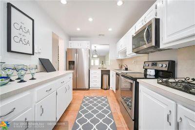Doral Condo/Townhouse For Sale: 3962 Estepona Ave #5D2