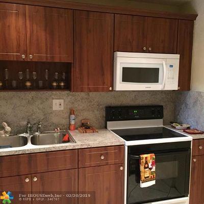 Tamarac Condo/Townhouse For Sale: 8040 Colony Cir #304