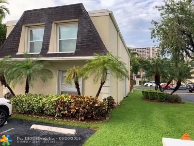 Hallandale Condo/Townhouse For Sale: 2400 NE 9th St #88