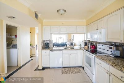 Pompano Beach Condo/Townhouse For Sale: 2202 S Cypress Bend Dr #805