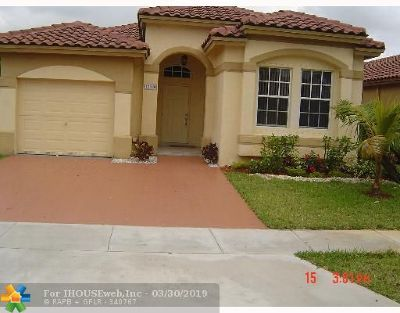 Miramar Single Family Home For Sale: 12880 SW 53rd St