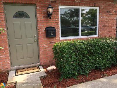 Wilton Manors Condo/Townhouse Backup Contract-Call LA: 32 NE 20th Ct #4B