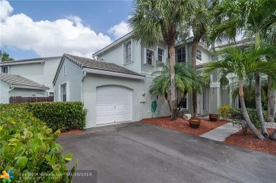 Davie Condo/Townhouse For Sale: 4700 Grapevine Way #4700