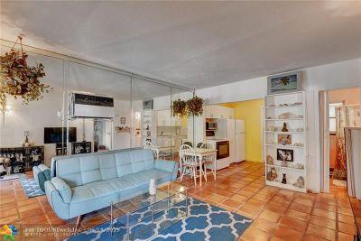 Pompano Beach Condo/Townhouse For Sale: 3252 NE 13th St #4