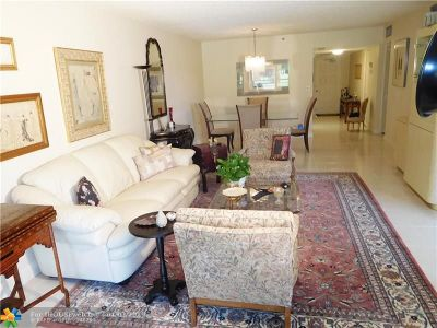 Pompano Beach Condo/Townhouse For Sale: 4015 W Palm Aire Dr #205