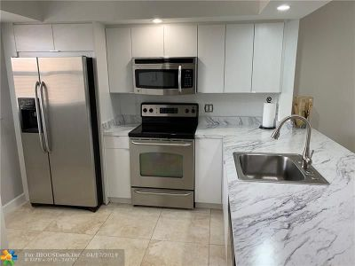 Margate Condo/Townhouse For Sale: 6670 Royal Palm Blvd #212