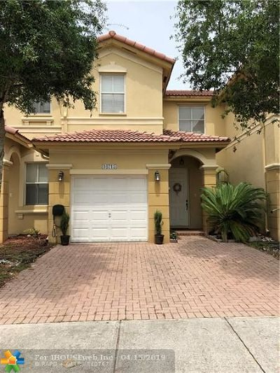 Doral Condo/Townhouse For Sale: 10715 NW 81st Ln #10715